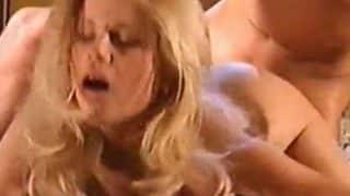 Blonde Gina Wild wird hart gefickt